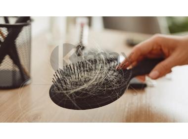 Chute de cheveux saisonnière: routine pour stimuler la croissance